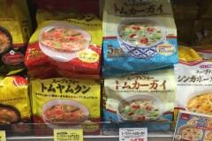 スーパーマーケット成城石井で見かけた「タムヤムクン」と「トムカーガイ」スープの素